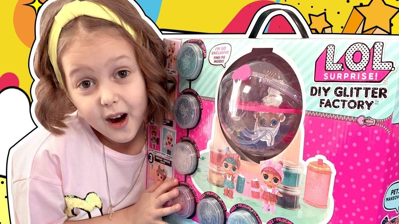 Барби - судья Показа Мод! Девочки ЛОЛ не могут решить у кого лучше Наряд. Новая кукла ЛОЛ!