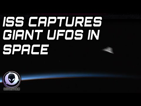 2015 - ALIEN PROOF! ISS CAPTURES LARGE TRIANGLE UFOS LEAVING EARTH