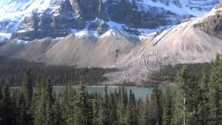 絶景!ロッキー山脈と氷河湖