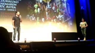 Julien Maury presentando AUX YEUX DES VIVANTS