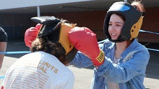 Autumn vs. Vicky: YouTube boxing match.