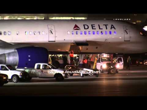 Delta Airlines Emergency Landing / LAX   RAW FOOTAGE