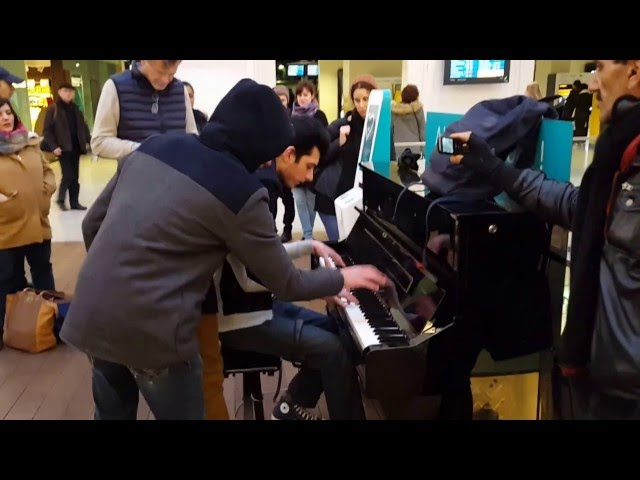 Amazing improvisation piano players at train station in Paris