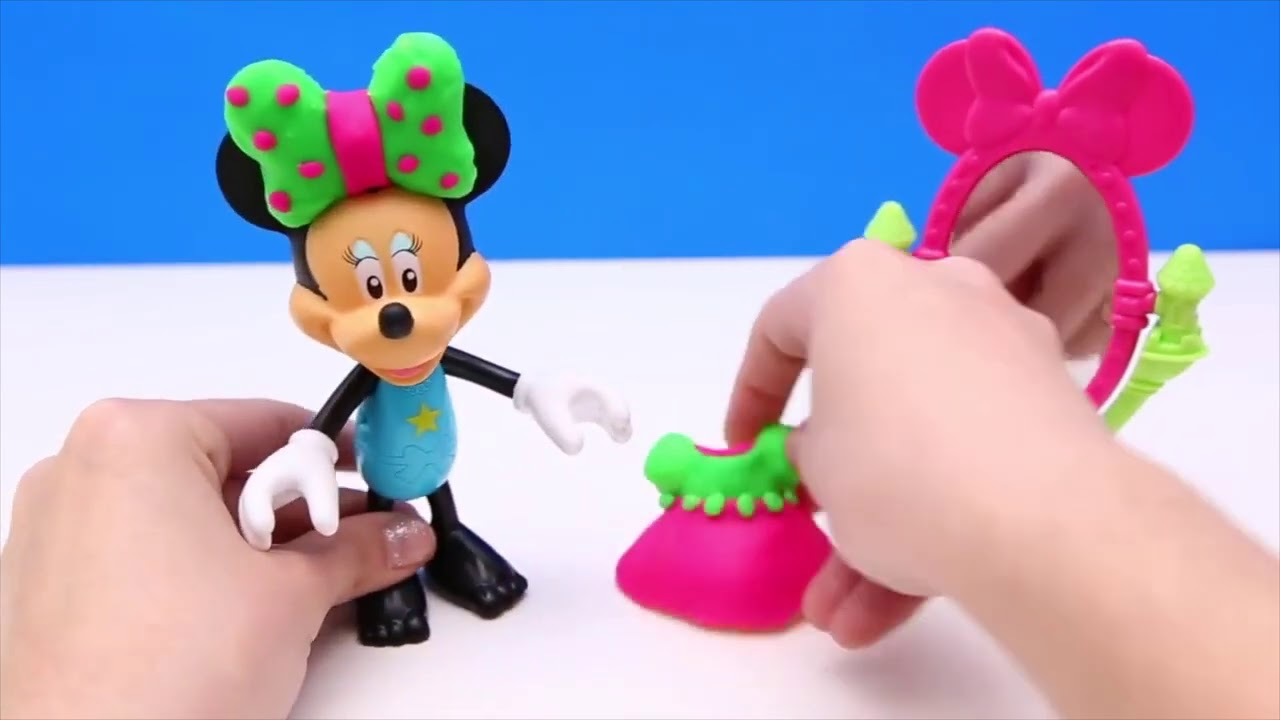 Minnie Mouse Play Doh playset playing
