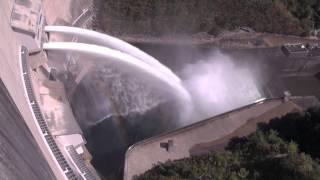 温井ダム 放水、龍姫湖祭りにて Discharge of the dam thumbnail