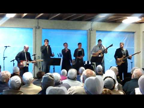 Redeemed singing at pinecraft