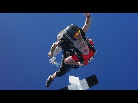 Jessica risque sa vie elle saute en parachute avec Thibault à Dubai