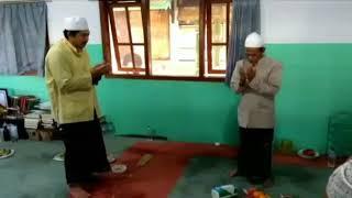 Download Video Akhlak KHR KHALIL AS'AD terhadap Gurunya KH NAWAWI ABDUL JALIL ( pengasuh PP SIDOGIRI ) MP3 3GP MP4