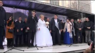 Жених и невеста в день свадьбы присоединились к протесту «Нашей Партии»!
