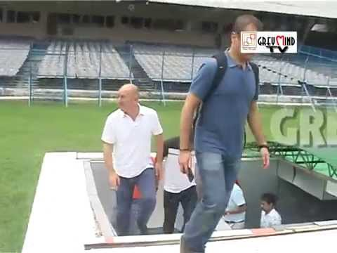 Atletico De Kolkata coach visits the gigantic Salt Lake Stadium!