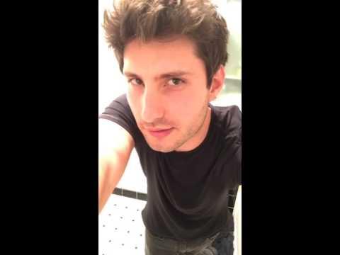 Men Taking Selfies - Why Guys Shouldn't Take Selfies