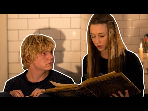 IF AMERICAN HORROR STORY WERE A ROMANTIC COMEDY