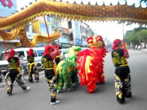 đoàn lân sư rồng Bạch Ngọc Đường - Huế 0909.309446 ( Festival Huế 2011 ) part 1