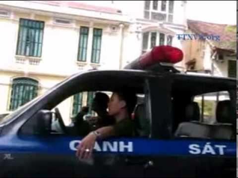 Bùi Hằng bị cướp nón lá và bị bắt tại Bờ Hồ 16/11/2011