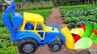 Синий трактор на Ферме собирает урожай. Видео про трактор для детей