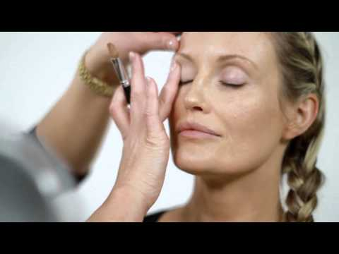 Tutoriel maquillage Illuminateur Regard Stroke of Light bareMinerals