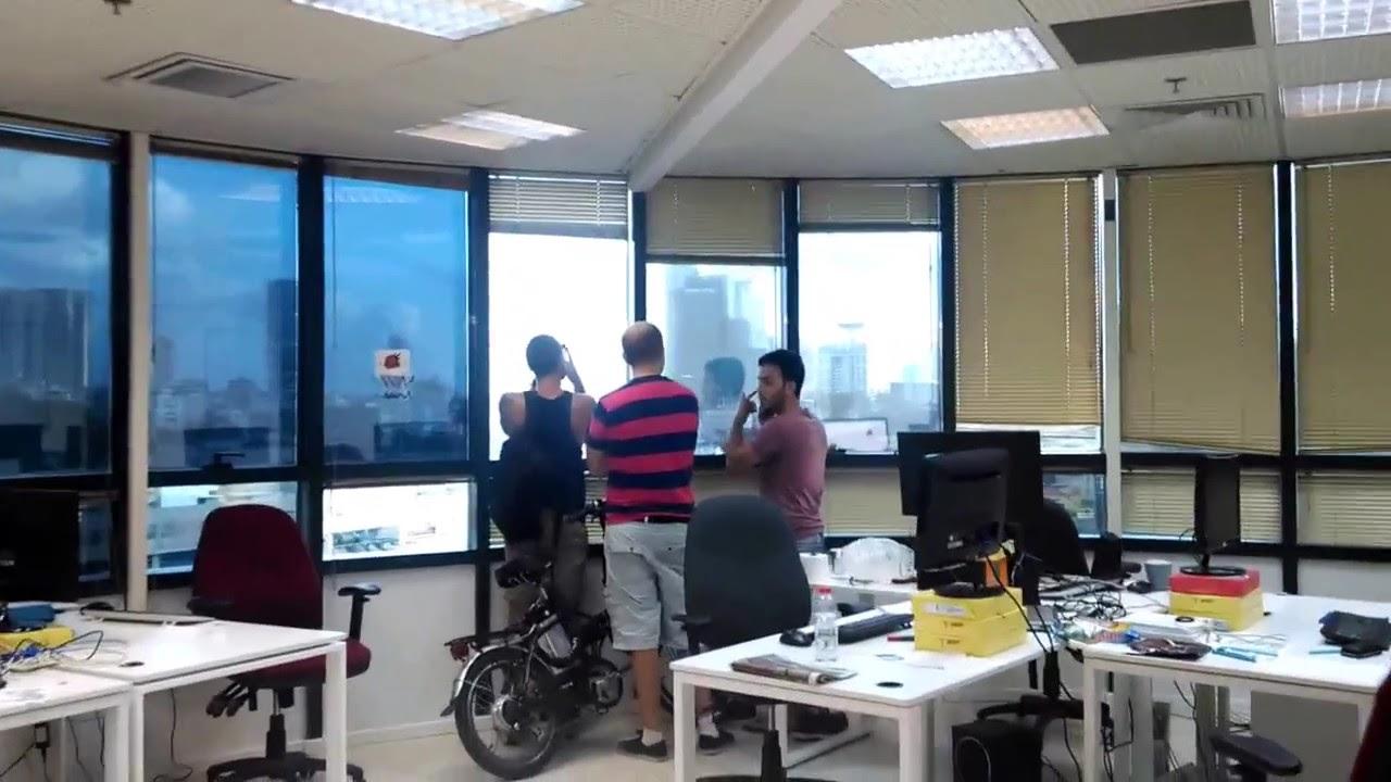 Rocket attack on Tel Aviv from Innovid office - YouTube