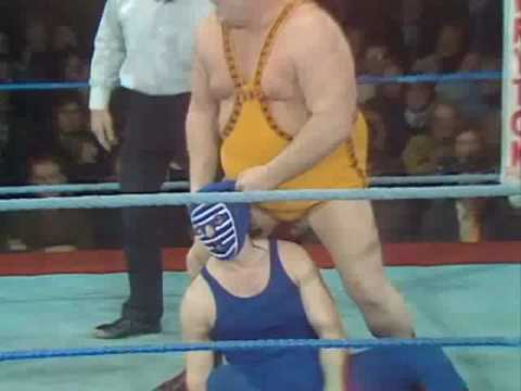 1975 BIG DADDY REMOVES MASK OF KENDO NAGASAKI