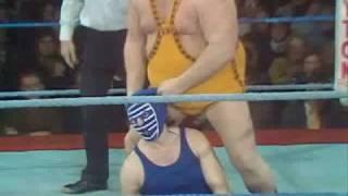 1975 BIG DADDY REMOVES MASK OF KENDO NAGASAKI