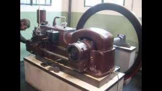 Deutz MIH 332 wird Gestartet/starting an old Deutz engine
