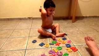 """Criança de 2 anos sabe alfabeto """"Paulinho X Alfabeto"""""""