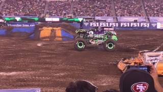 Grave Digger Free Styling @ Monster Jam 2017