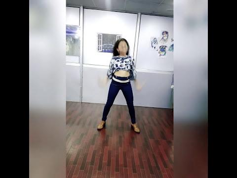 Dance on Akhiyaan Milao kabhi akhiyaan churao from the movie Raja