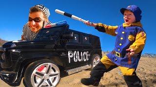 Полицейский Лёва ловит на машинке Воришку