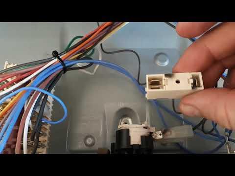 Духовой шкаф Ariston  FT 850 возник посторонний шум и перестала включаться. Устраняем проблему.
