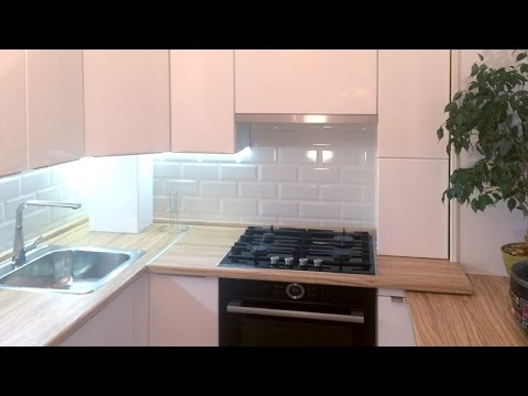 Белая кухня с подоконником в хрущевке 5 кв метров — Кухня на заказ