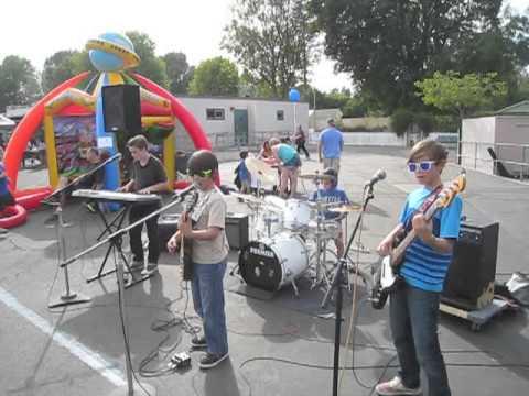 "Moose plays ""Smoke On the Water"" LIVE at Wilbur Elementary School"