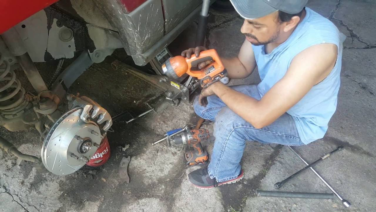 2002 Jeep Grand Cherokee Laredo >> Cambio de frenos y rotores jeep grand cherokee video #1 ...