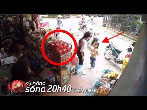 Bé gái tội nghiệp dùng 5K mua bánh trung thu 25K, điều gì xảy ra? | KỸ NĂNG SỐNG | Camera giấu kín