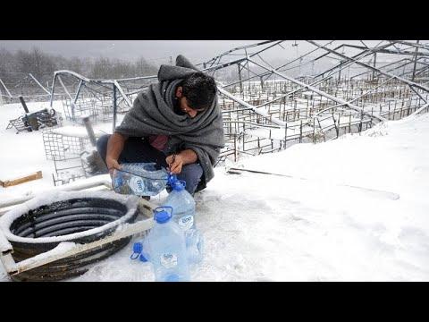 Migrantes atrapados sin refugio en plena ola de frío en Bosnia