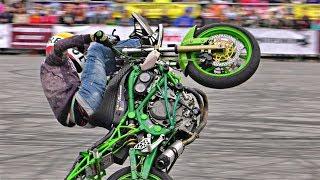 Stunt Riding - Kawasaki ER6n Ninja
