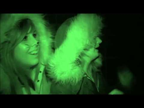 HALLOWSCREAM   Two Girls Loose It At Haunted House Attraction - Hallowscream