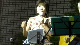 2011年8月25日 如水会館でアロハ・アフィニィティーの伴奏で中村...