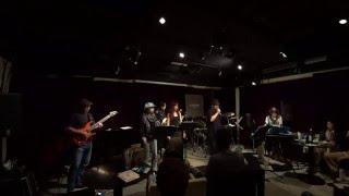 横浜のKAMOME LIVE MATTERSというライブハウスで友人たちとスティリー団...