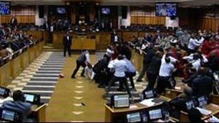 Депутаты из ЮАР устроили драку в традициях Верховной рады(Лавры украинских парламентариев, судя по всему, не дают покоя их африканским коллегам из ЮАР. Последние..., 2016-05-18T14:31:31.000Z)