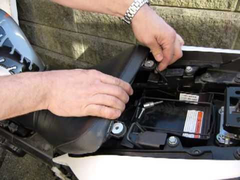 Access The Battery Of 2011 14 Honda Cbr125r Youtube