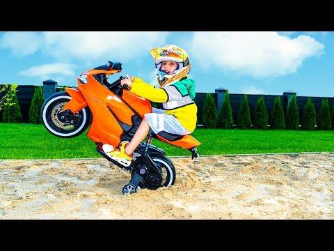 Маленький БАЙКЕР... Tisha Ride On A Children's Motorcycle And Stuck In The Ground .