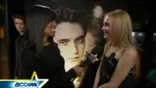 Dakota Fanning talks about kissing Kristen Stewart - New Moon prémiere LA!