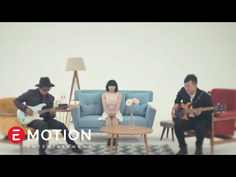 Cassandra - Cinta Dari Jauh (Official  Music Video)