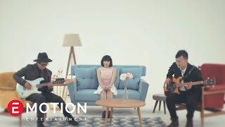 Video Cassandra - Cinta Dari Jauh (Official Video) download MP3, 3GP, MP4, WEBM, AVI, FLV Oktober 2017