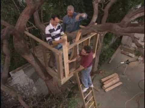 How to build an outdoor tree house or tree fort for How to build a treehouse step by step