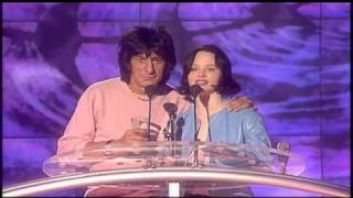 Notting Hill win Best Soundtrack presented by Ronnie Wood and Thora Birch | BRIT Awards 2000