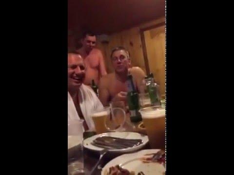 два чувака в бане
