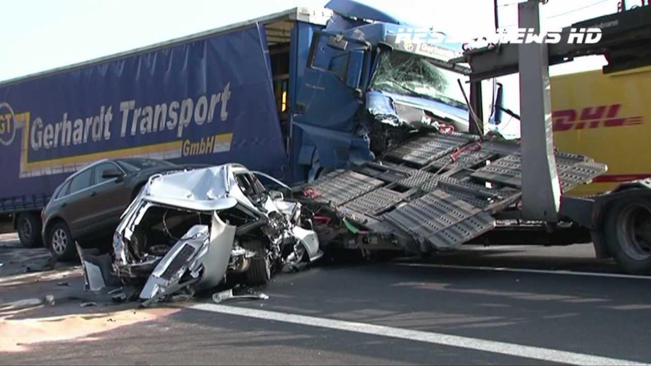 Lkw rast ins stauende lkw transporter verliert autos auf for Spiegel tv programm gestern