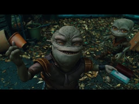 Download Most creative movie scenes from Aliens in the Attic (2009)