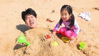 بولام العب مع بابا على الشاطئ